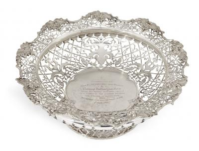 A Private Collection of Silver & Judaica : Live online only auction